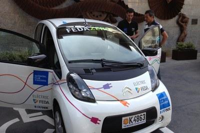 El cotxe elèctric de l'equip FEDA ZERO-e surt cap a Barcelona on demà corre l'EcoRAllyRACC
