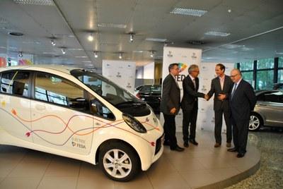 FEDA compra i matrícula el primer cotxe elèctric d'Andorra