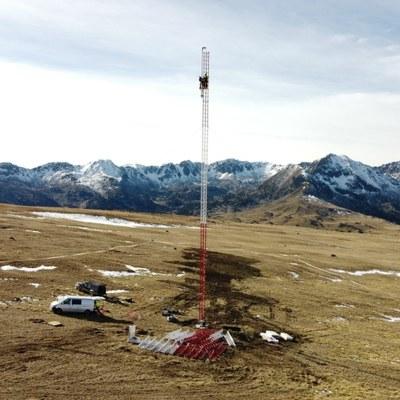 FEDA instal·la un màstil per mesurar el potencial eòlic del Pic del Maià
