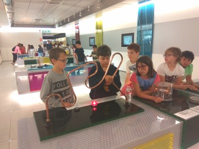 Prop de 800 escolars descobreixen el MW Museu de l'Electricitat de FEDA durant aquest curs escolar