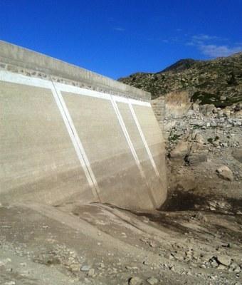 Treballs de modernització a la presa de l'estany de l'Illa